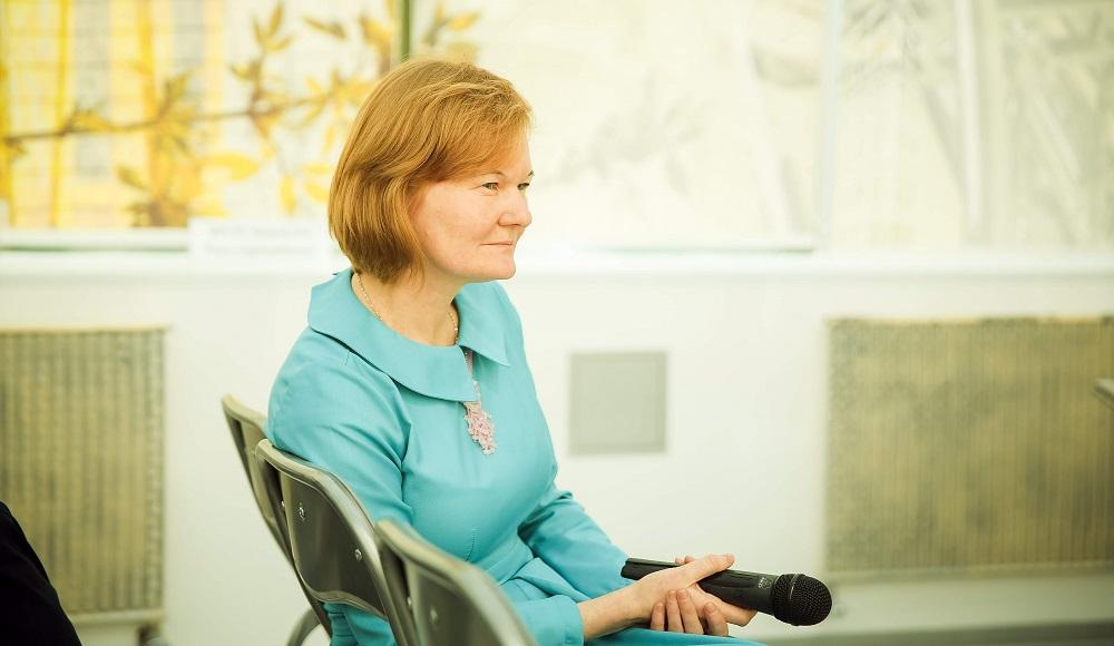 Инна Воробьева, главред Elevatorist.com, модерирует отраслевое мероприятие
